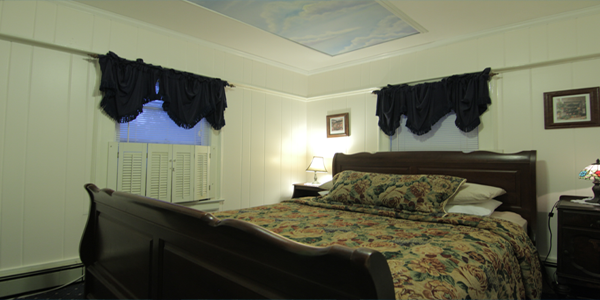 Bedroom has a Queen Size Sleigh Bed,600 Thread Count. Private Bathroom, Free Wi-Fi