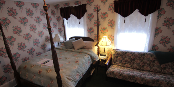 Relax in your Four Poster Queen Size Bed, or Sit, Relax and maybe read a book on the couch in front of the fire,600 Thread Count. Private bathroom, Free Wi-Fi