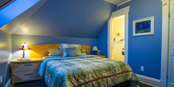 Moon Struck has a queen-size bed that compliments the room, 600 Thread Count. Private bathroom, Free Wi-Fi